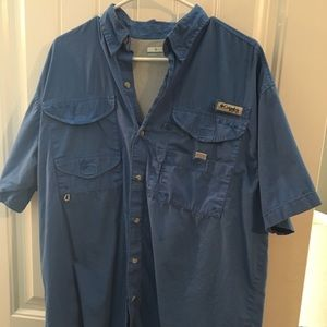 Blue Columbia fishing shirt - size M